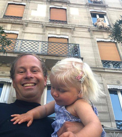 FRANKRIKE: Lars Petter Bingh og datteren Lerke i Frankrike, hvor de byttet både bolig og bil med en familie i Bretagne.