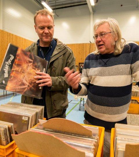 Plateretro: Arild Hammerhaug fra Tæruddalen (t.v.) og Ragner Ridder-Nielsen er begge samlere av vinylplater.