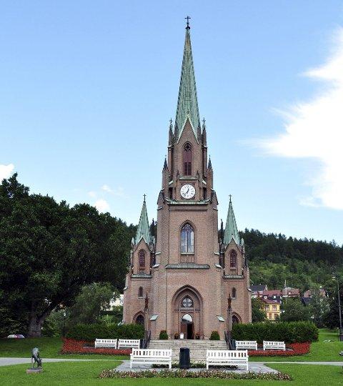 UTMELDT: Tusenvis har valgt å melde seg ut av kirken siden mandag, men 549 har meldt seg inn.