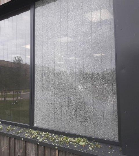KNUST: Slik ser vinduet ved Glommasvingen skole ut nå.