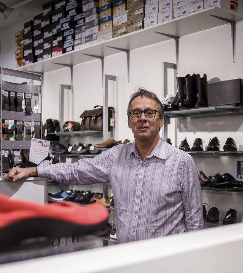 Mer enn bare butikk: Kundene kjenner Ås skotøymagasin som mer enn bare en butikk, sier daglig leder Jan Kristian Løken.