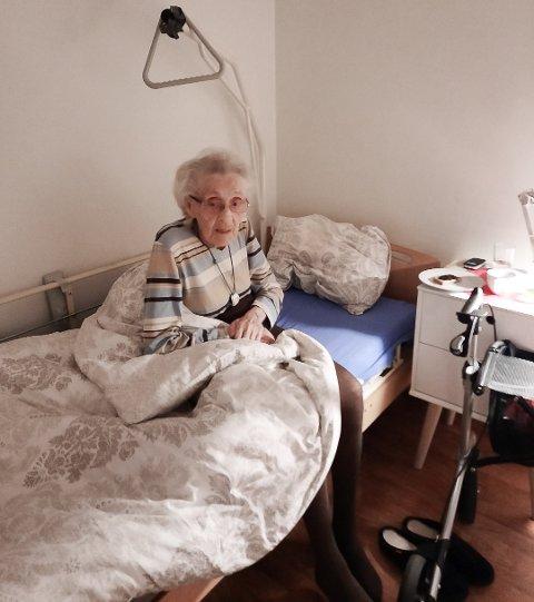 Valbjørg Kvig er plassert på en hybel på Mørkved, men ifølge barna hennes trenger hun døgnkontinuerlig pass.