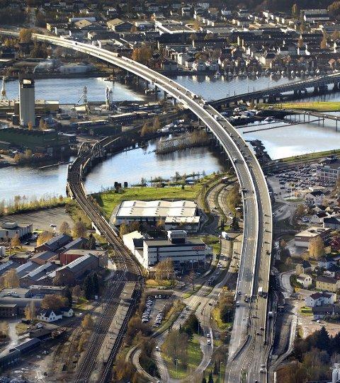 VEIKRYSS: «Drammen får regninga for å forbli et ufrivillig veikryss for gjennomgangstrafikk også i fremtiden», mener Ivar Andersen fra Drammen.