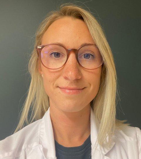 KREVENDE: Stine Daldorff jobber som fastlege i Suldal og har samtidig vært smittevernlege siden koronaviruset brøt ut. For øyeblikket er Daldorff konstituert kommuneoverlege.