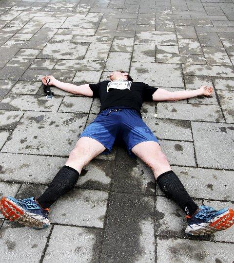 Bronsevinner: Frank Løke løp på 2.52.13, og fikk med det tredjeplassen. – Jeg trodde jeg lå på fjerdeplass, så jeg er fornøyd med pallen, sa han etter å ha hentet seg litt inn. Foto: Pål Nordby