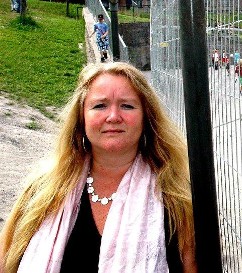 KASTER INN HÅNDKLEET: Rektor på Greverud skole Birgitte Solberg har sin siste dag på skolen fredag 15. februar.
