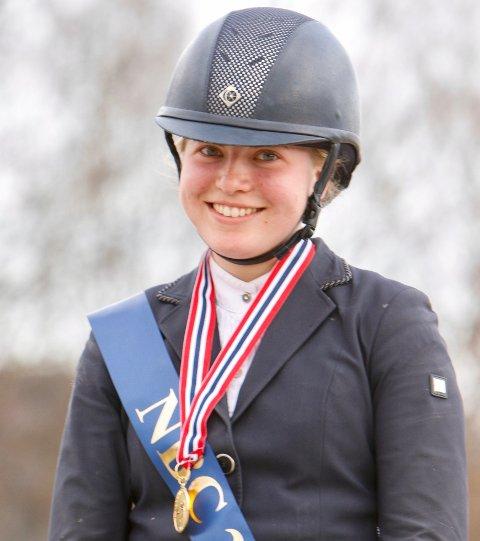 Hurum-jenta Martine Eknes Hegna konkurrerer i EM i sprngriding denne helga.