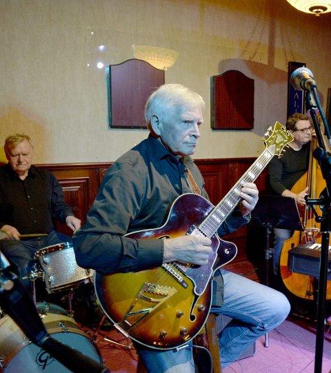Siste Band: Halvard Kausland (foran) kvartett spilte som siste band på James Clark. Nytt sted vil sikre jazzklubbens videre drift. Bak sitter Eivind Hvalen (t.v.) og Agnar Aspaas.alle foto Kurt A. Høyesen