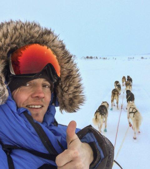 Jan Kåre Heiberg og hundene hans har det helt perfekt i Finnmark mens de forbereder seg på debuten i Finnmarksløpet.