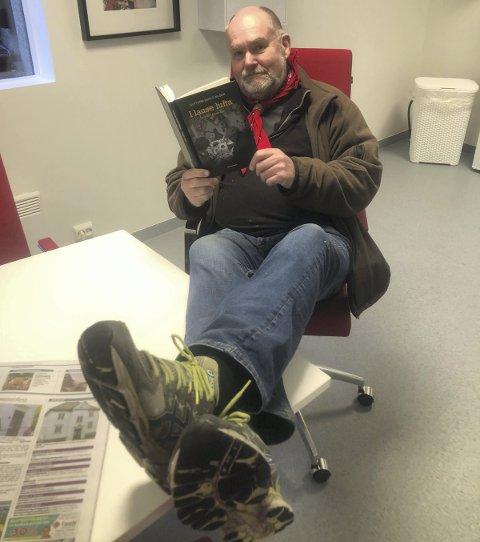 Rykende fersk: Guttorm Eskild Nilsens åttende bok om Konrad Ågesen kom fra trykkeriet tirsdag.
