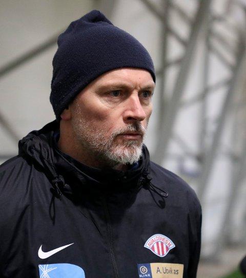IKKE FORNØYD: Avaldsnes-trener Thomas Dahle var ikke fornøyd med ett poeng mot Lyn. Det var to for lite i gullkampen.