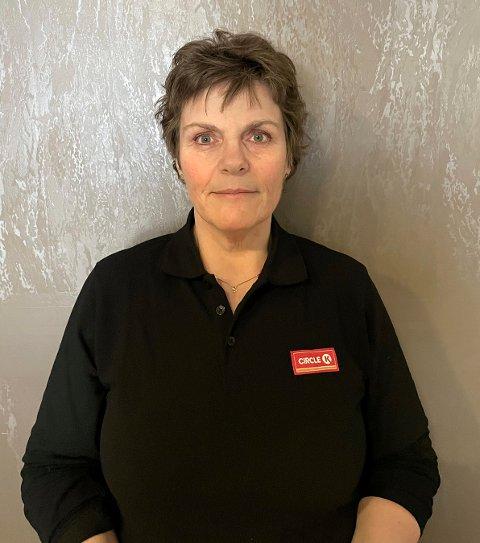 Sissel Steen blir daglig leder for den nye bensinstasjonen på Toppen. Til uka starter hun intervjuene etter å ha fått inn rundt hundre søknader. 53-åringen er ute etter 12-14 ansatte på heltid eller deltid.