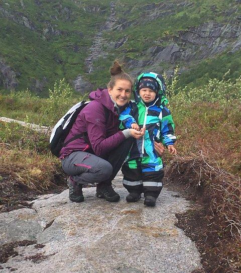 BARNEHAGEN STENGER: Emil (3) går i Knutvika barnehage , han må bli hjemme på mandag. Mamma Cathrine Hardy har forståelse for at barnehagen velger å stenge.
