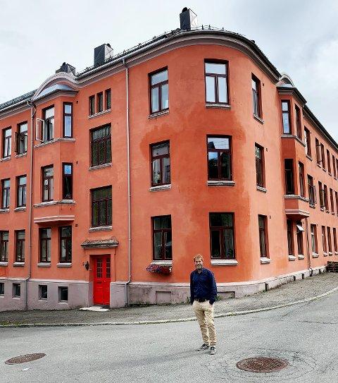 I sommer var David Stenerud tilbake i gata han vokste opp i. Bergsligata er gjenoppbygget etter flere branner i desember 1979.