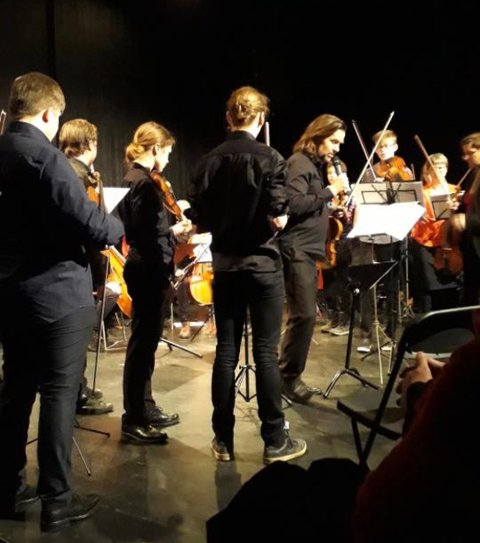 KAN BETY MYE: En musikkutdanning lagt til Gjøvik kan forsterke musikklivet i Innlandet. Her fra en konsert hvor ungdommer i regionen spilte med Atle Sponberg og Sinfonietta Innlandet for en tid tilbake
