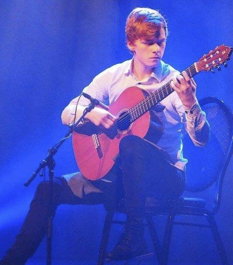 Nominert: Kristian Bøhler Seines fra Narvik er nominert til Drømmestipendet fordi han er en talentfull klassisk gitarist.alle foto: privat
