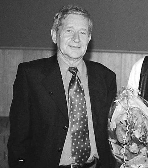 På generalforsamling: Her er disponent Kjell Jacobsen etter en generalforsamling i april 2000. HF-sjefen ga sjelden intervjuer  i løpet av tiårene han ledet lokalavisa.