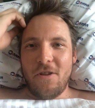 NY OPPDATERING: Niklas Baarli har lagt ut en oppdatering om at han blir hentet hjem til Norge og flys til Gardermoen med en norsk sykepleier etter at han pådro seg to brudd i ryggen under en ferietur i Asia.
