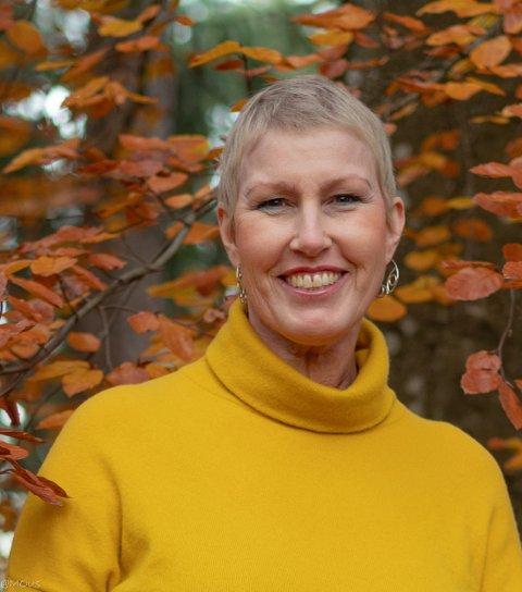 SAMARBEID: Regiondirektør Kristin Saga i NHOVestfold og Telemark synes det ligger mange muligheter i et samarbeid mellom privat og offentlig sektor som kan løfte lokale bedrifter.