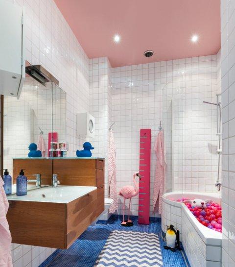 Et rosa tak kan bli prikken over i-en på badet.