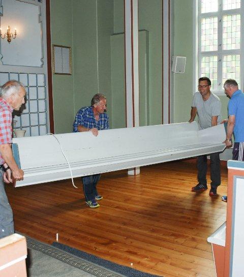 VARMER: I 2016 sørget Berger Kirkes Venner for at kirkens lunhet er sikret, med benkevarmere.