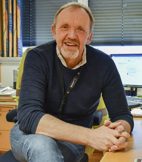 På kontoret: Vidar Holmsen Engh er avdelingsleder for vei og parkering i Arendal kommune, men har aldri selv skrevet ut en bot. Til gjengjeld har han fått noen.