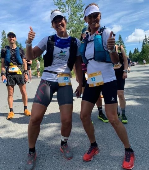 I MÅL: Gro Siljan Hjukse (til venstre) og Sidsel Mohn løp terrengultraløpet Fra Soria Moria til Verdens Ende i helgen, et løp på 168 kilometer og over 4000 høydemeter.