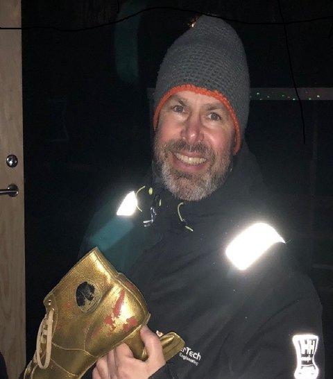 GULLSKØYTEVINNER: Morten Syverstad tildelt gullskøyta av NSIL Bandy.