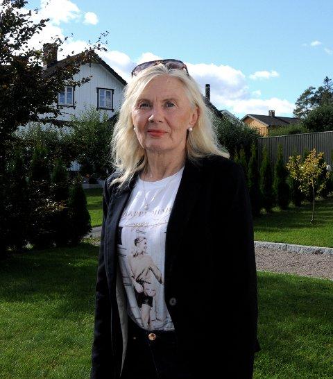 VIL IKKE REISE: Esther Buer, bystyremedlem for Frp i Skien, vil ikke reise på nominasjonsmøte i Frp til lørdag. Hun vil følge kommunens anbefalinger om å holde seg mest mulig hjemme.
