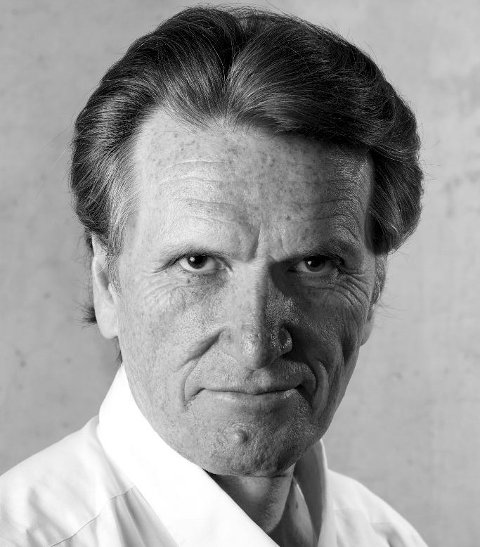 Synger: Trond Hallstein Moe synger på operafesten på Øra.