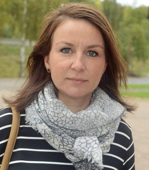 Inger Sagbakken, venn og tidligere kollega: Jeg kaller Leona for «Toppa». Hun er ei kruttønne, sprudlende og energisk. Hun er arbeidsom, engasjerer seg i mye og hun er omsorgsfull.