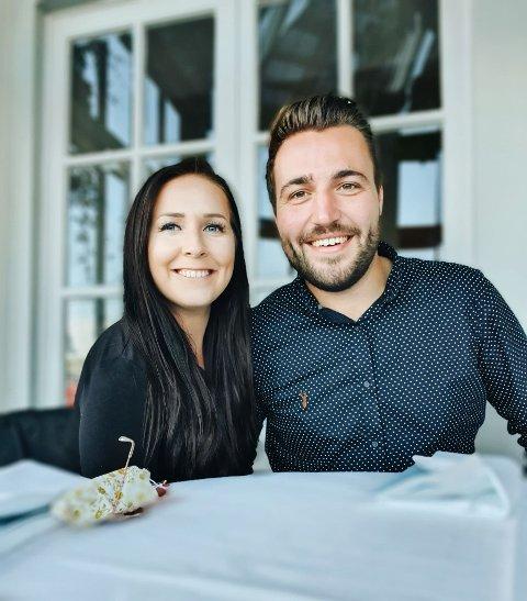 ENGELSK JUL: Kjæresteparet Thea Haaland Cheek (27) og Alex Hawkings (27) får mest sannsynlig ikke tilbrakt årets jul hjemme i Norge.