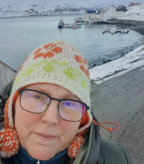 BARE GARN: - Dårlig vær på sjøen (madag) gjør at det bare ligger garnbåter her i dag. Når det er godt vær trenger også jukserne liggeplass, sier fiskekjøper Ann-Kristin Kvalsvik.