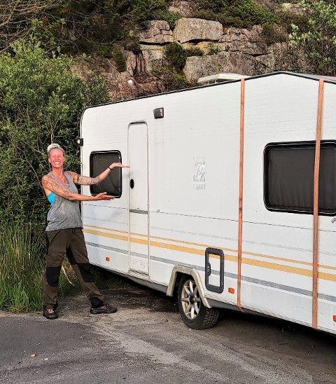 OVERRASKET: Isabelle Myrbø sier mange blir litt overrasket over avgjørelsen hennes om å flytte inn i en campingvogn, men at de fleste tilbakemeldingene likevel har vært positive.