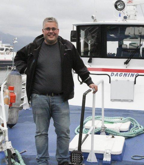 Paal Skorpen og mannskapet hans trivst med å frakte Kinnaspel-publlikumet.