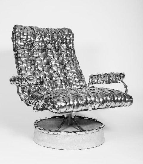 AV BESTIKK: Ein stressless-kopi i metall blir også å sjå på årets utstilling.