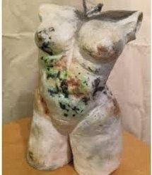 EVA STORRUSTEN: Skulpturer i steingodsleire.Foto: Innsendt