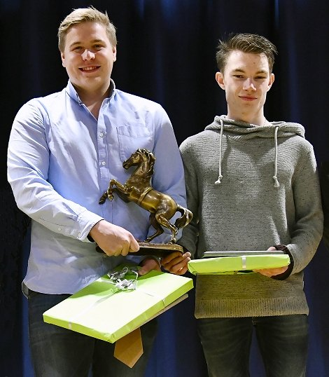 Christian Brenden og Magnus Rolfsen Bruskerud ble hedret for sin innsats i HIL.