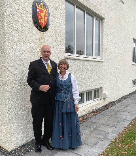 På plass: Aud Lise Norheim og ektemannen Ketil Jensehaugen er godt installert i ambassadørbolig på Island.