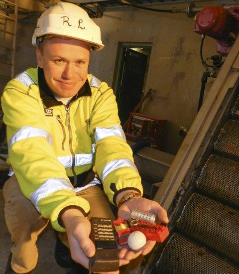 Har en bønn: Rune Løkkeberg og resten av staben finner mye rart i kloakken de renser på Refne. De håper folk slutter å kaste våtservietter i do. De er verstingene. Alle foto: hanne eriksen