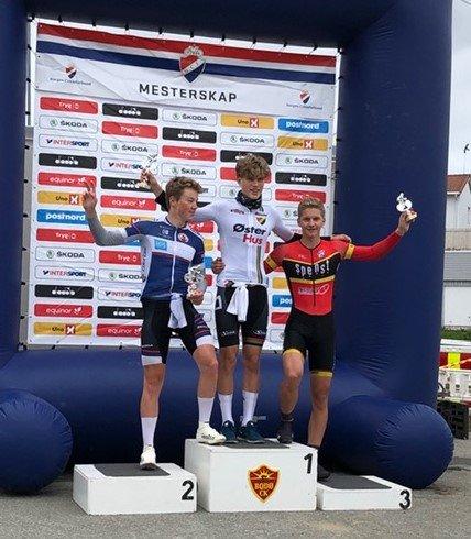 UM-BRONSE: Niclas Fotland Holt (th) fra HCK tok UM-bronse i tempo.
