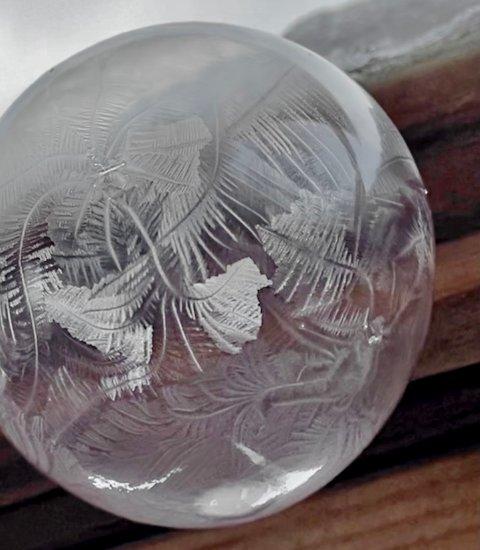 MØNSTER: Så fort såpeboblene fryser. kommer mønsteret til syne.