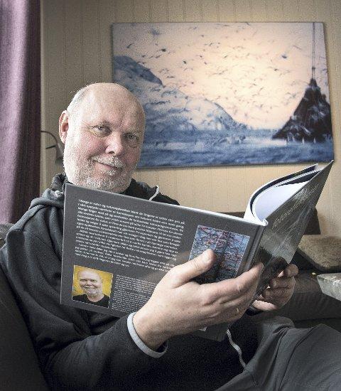 Fersk forfatter: Det tok lang tid, men nå kan Magnus Reneflot sitte med sin egen fotobok i hendene.