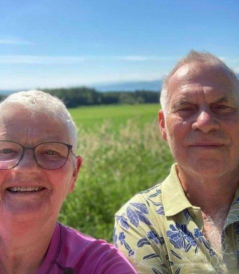 LANGTUR: Laila og Rolf Eriksen har gått pilegrimsferden fra Hamar til Trondheim. Det har vært litt av en opplevelse. Her fra dag 2 av turen.