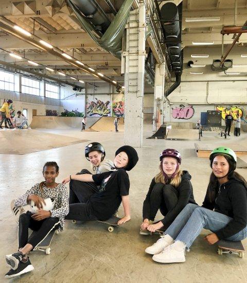 Dønn kult: Basma S. Hussein, Emma Skullestad Bakke, Signe Vihovde Schia, Emma Berge-Norheim, Amerina Barstad er enige om at skating er kult. Rampene og utfordringene er mange.