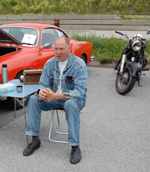 Jan Fred Solhaug er redd helseproblemene hans er kommet som en følge av forurensning fra flyplassen.