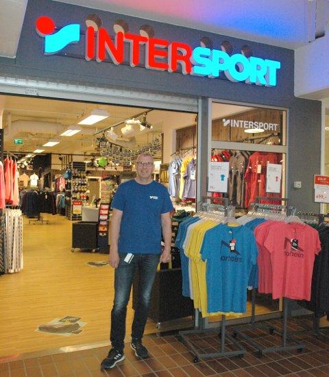 Sporten Bagn: Bjørn Erik Hippe foran butikken sin i Valdrestunet som for et par år siden skifta fra G-sport til Intersport.
