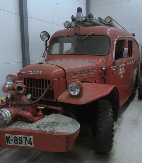Brannbilen er fra 1958 og er av merket Dodge Power Wagon, den har kjennemerke K-8974