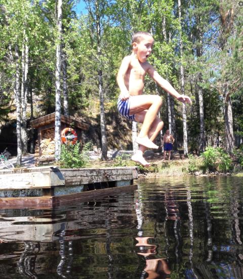 BADEGLEDE: Badeglede på Høldippelen har Roger Haarstad kalt dette bildet av Ludvik Haarstad Gundersen.