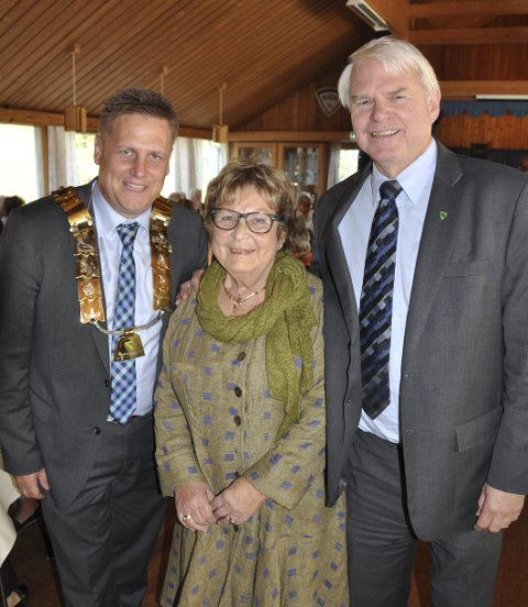 Råde: Leder Gerd Skovdahl, omkranset av ordfører René Rafshol (til v) og rådmann Morten Svagård. FOTO: BOE JOHANNES HERMANSEN